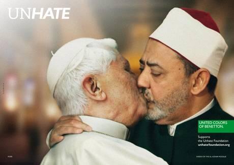 Il-bacio-tra-papa-Giovanni-Paolo-II-e-limam-de-Il-Cairo