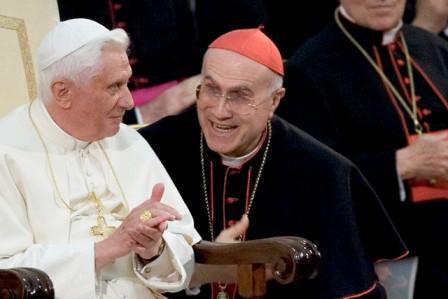 cardinale bertone e papa