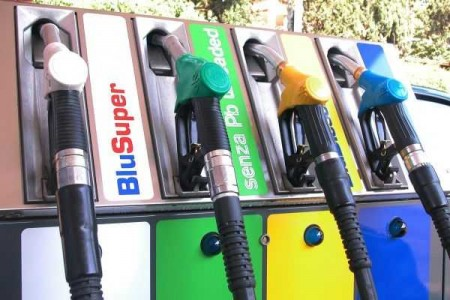 benzina-pompa-prezzi-aumento