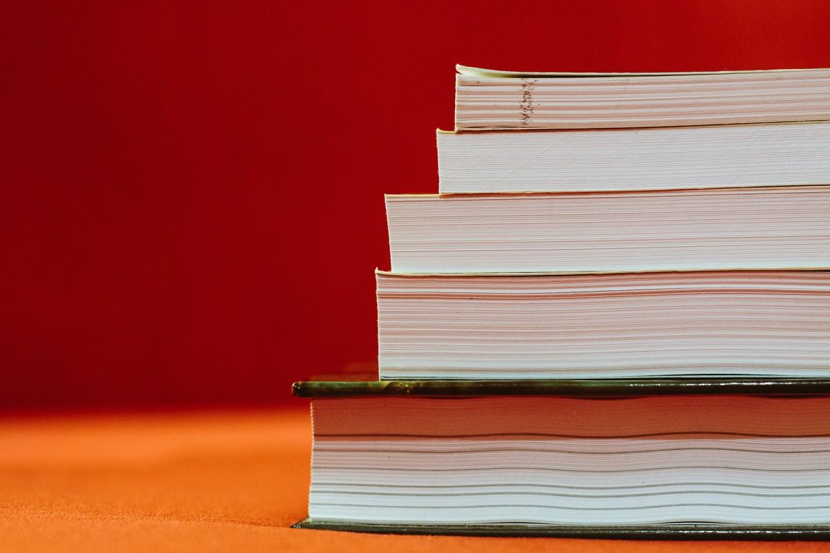 books-933333 1920